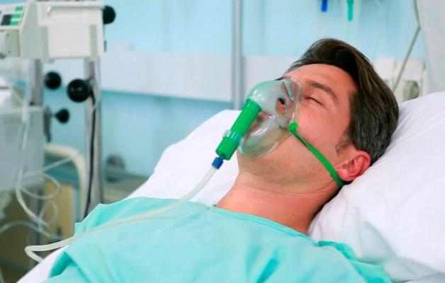 во время приступа необходимо обеспечить кислородом